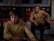 Kirk befiehlt den Angriff auf die Klingonen