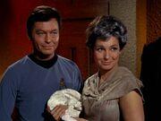 McCoy trifft wieder auf Nancy Crater