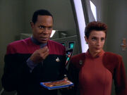 Sisko and Kira try to get the Skrreeans to eat