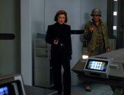 Janeway und Chakotay dringen in Krankenstation ein