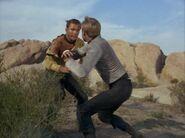 Kirk prügelt sich mit Finnegan