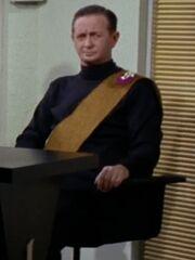 Mitglied des Hohen Rates von Eminiar 4