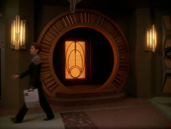 Entrée du temple bajoran sur Deep Space 9