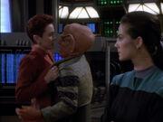 Kira knöpft sich Quark vor