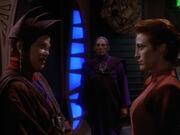 Winn unterrichtet Kira über die Aussage von Kubus