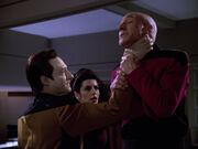 Troi und Data unter Kontrolle der Ux-Mal-Verbrecher