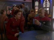 Kira erklärt Sisko die Rolle des Abgesandten