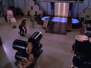 Data und Lore kämpfen im Frachtraum 3