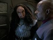 Martok erklärt Sisko seine Pläne