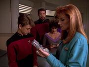 Crusher untersucht den jungen Picard