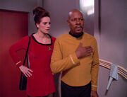 Sisko taps badge