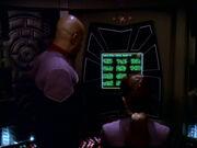 Sisko und Dax schauen Text an