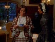 Templeton erklärt Janeway die Regeln im Haus