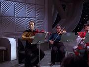 Data unterbricht Geigenspiel