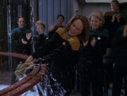 B'Elanna Torres weiht den Slipstreamantrieb der Voyager ein