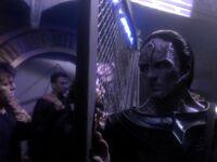 Cardassian officer shuts gate
