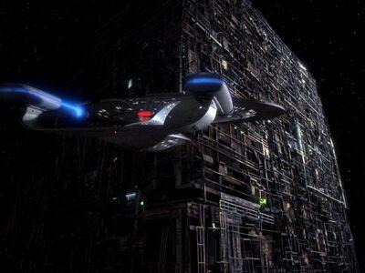 Enterprise-D und Borg-Kubus