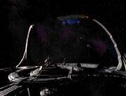 USS Leeds dockt an Deep Space 9