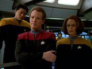 Harry Kim, Tom Paris und B'Elanna Torres fordern Tuvok auf Kontakt mit den Vidiianern aufzunehmen