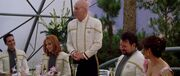 Picard hält Toast auf Hochzeit