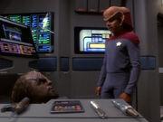 Worf und Nog arbeiten zusammen