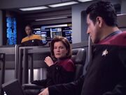 Janeway und Chakotay werden Zeugen wie das Komsystem der Voyager eine Fehlfunktion erleidet