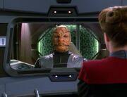 Janeway verhandelt mit den Numiri über eine Passage nach Banea