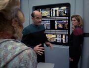 Der Doktor berichtet von Tuvoks Hirnschäden