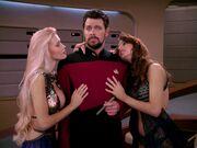 Q bedankt sich bei Riker