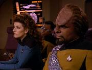Die Führungsoffiziere der Enterprise beraten sich