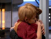 Kes umarmt Captain Janeway