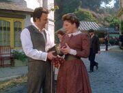 Janeway schenkt Sullivan ein Buch