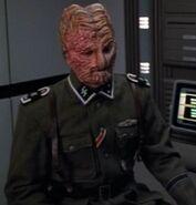 Hirogen Beta SS officer
