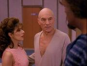Picard erneut im Bademantel