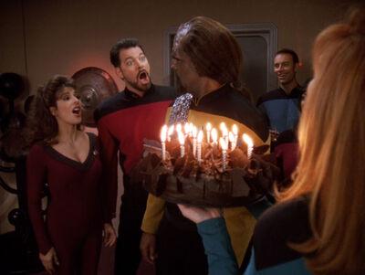 Worf Troi Riker Crusher tarta cumple