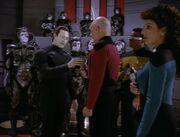 Lore entwaffnet Picard