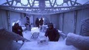 Admiral Forrest in dem verlassenen Basislager