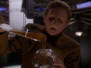 Odo zeigt Wechselbalg Form einer Kugel