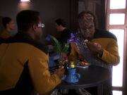 Worf und La Forge im Replimat