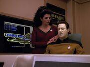 Data und Troi untersuchen die Sprache der Tamarianer
