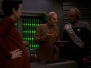 Odo und Worf diskutieren Verteilung Quartiere