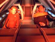 Seven of Nine und Tuvok werden im Shuttle betäubt