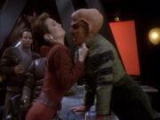 Kira stellt Quark zur Rede