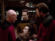 Picard Riker und Data untersuchen Datas Kopf