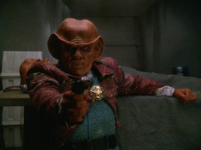Quark kills a Jem'Hadar.jpg