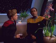 Tuvok erklärt Janeway die Vorteile einer Allianz