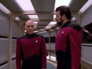 Riker erklärt Picard die Vorzüge von Trois Hochzeit