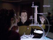 Data und Troi spielen