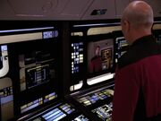 Picard nimmt Kontakt zu Riker auf