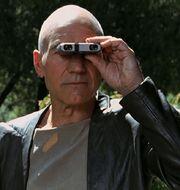 Picard, binoculars